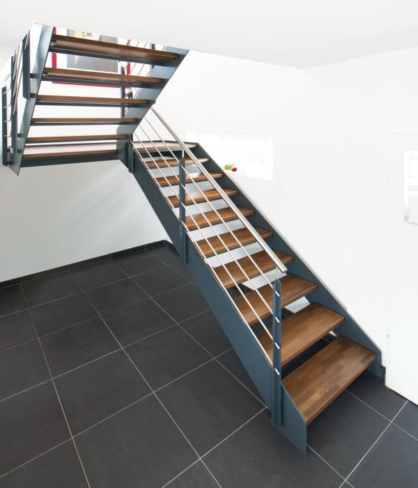stahl holztreppen flachstahltreppen zh 335. Black Bedroom Furniture Sets. Home Design Ideas